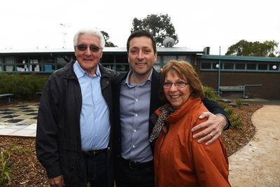 Victorian Opposition Leader Matthew Guy (centre) poses for a photograph with his parents at Cherborne Primary School.