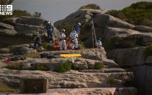 Man survives 10 metre fall from cliff at North Bondi