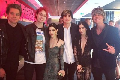@sonymusicaustralia: Tour buddies reunited at the #ARIAs @theveronicasmusic @5sos #theveronicas #5sos #5secondsofsummer