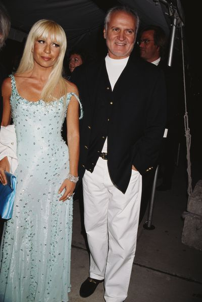 <p>Dontalla Versace with her late brother Gianni in 1995.</p>