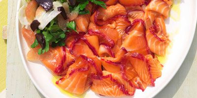 Vodka- & beetroot-cured salmon