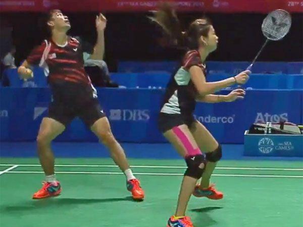 Badminton players swap racquets mid-rally