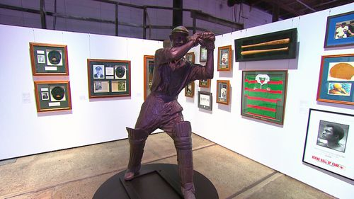 A life-sized hollow cast of Sir Donald Bradman is estimated to fetch between $50,000 and $60,000. (9NEWS)
