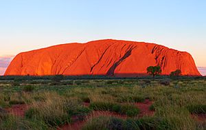 Tourists struck by lighting on Uluru sunset lookout