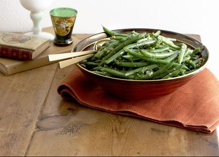 Green bean and walnut salad