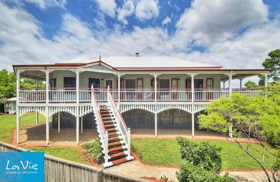 """<a href=""""http://www.realestate.com.au/property-house-qld-springfield+lakes-124553002"""" target=""""_blank"""">3 Eve Court, Springfield Lakes</a>"""