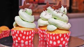 Christmas tree cupcake icing hack