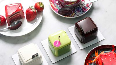 "Recipe:&nbsp;<a href=""http://kitchen.nine.com.au/2017/08/31/07/32/adriano-zumbos-original-vanilla-v8-layer-cake"" target=""_top"" draggable=""false"">Adriano Zumbo's V8 vanilla cake</a>"