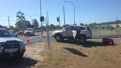 Gold Coast car crash takes out traffic lights