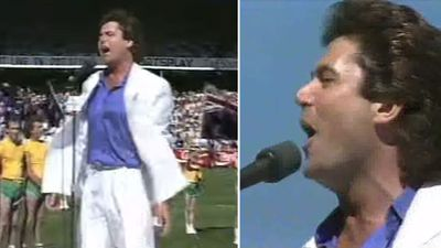 Hey Hey, it's pre-game entertainment! TV host Daryl Somers sang Waltzing Matilda and Advance Australia Fair at the 1987 Grand Final. (YouTube)