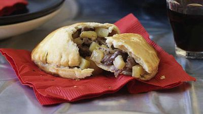 "Cornish pasty - <a href=""http://kitchen.nine.com.au/2016/05/19/14/32/cornish-pasty"" target=""_top"" draggable=""false"">view recipe</a>"