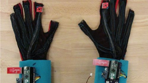 Aspiring US students invent gloves to turn sign language into speech