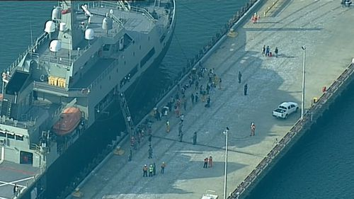 Bushfires Australia: First rescue ship arrives in Hastings carrying fire evacuees from Mallacoota