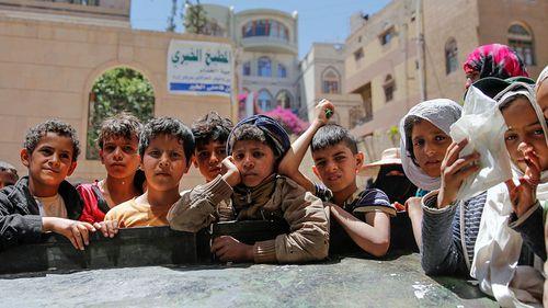 Children in Yemen wait for food aid. (Photo: AP).