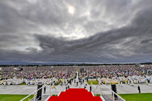 Faithfuls attend the closing Mass by Pope Francis at the World Meeting of Families in the Phoenix Park, in Dublin, Ireland