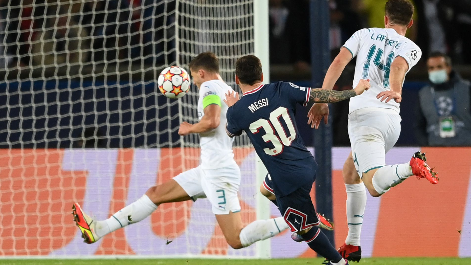 Messi's superb debut PSG goal helps down City