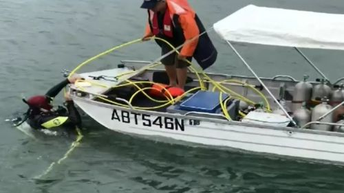 Mr Moore was assisted by a support crew above the surface. (9NEWS)
