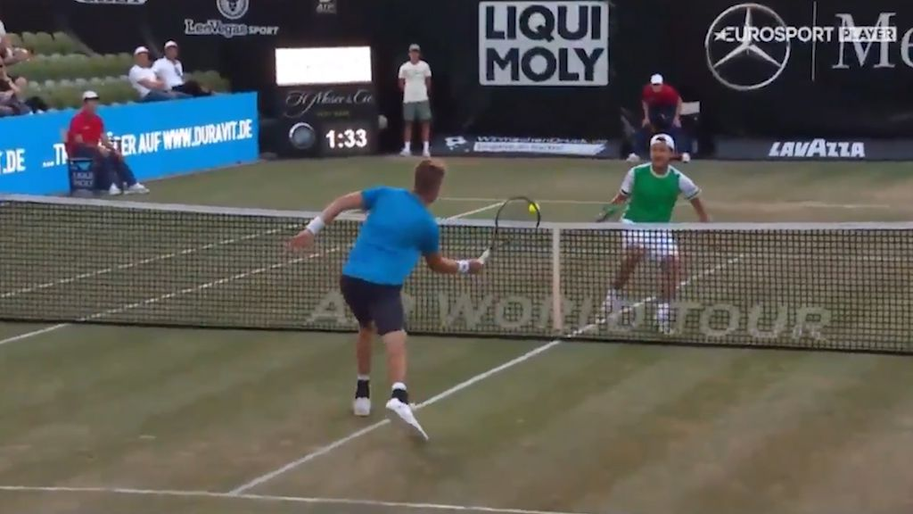 Tennis players turn on ping pong at match point