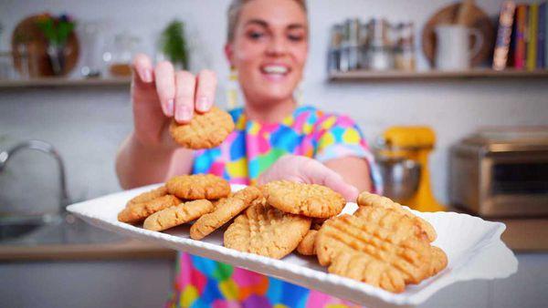 Jane de Graaff cooks three-ingredient peanut butter cookies