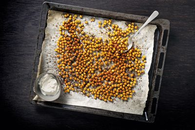 Roasted broad beans or chickpeas