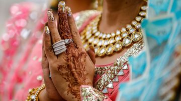 A groom in India has been shot on the way to his wedding.