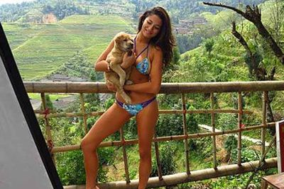 That's what we call some serious puppy power. Jessica Gomes posed in her bikini, clutching this super cute puppy while on holiday in India.  She captioned the snap, 'PUPPY LOVE'. Awww.