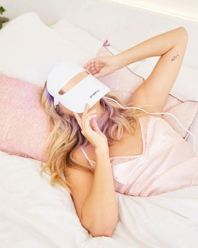 LED light therapy from bed