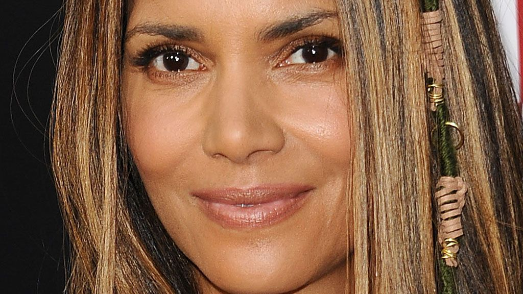 Halle Berry brings back crimped hair