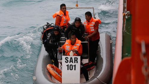 Divers from the National Search And Rescue Agency searching for victims of AirAsia flight QZ8501. (AAP)