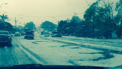Central Coast drivers were affected by the onslaught of hail. (@lewa01)