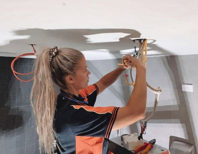 Tammy Vos working as an electrician