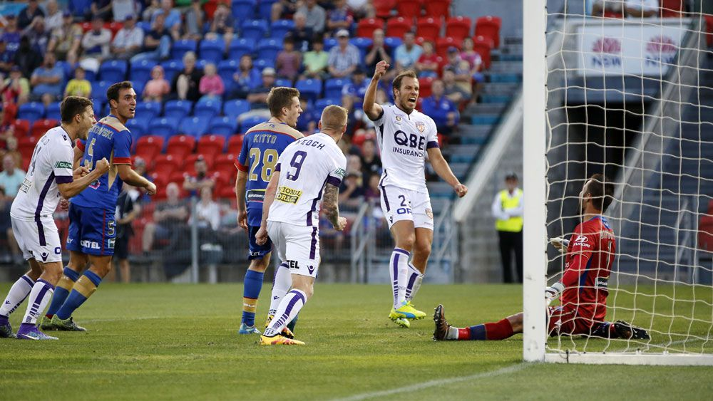 Late goals lift Glory to win over Jets