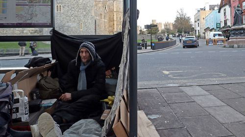 Stuart sleeps rough in a bus stop near Windsor Castle. (AAP)