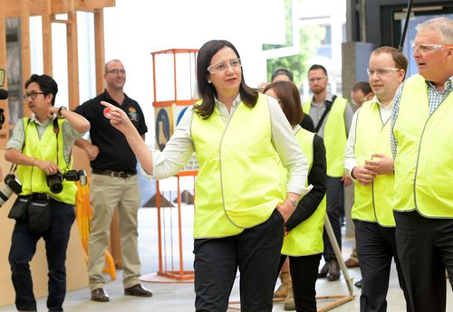 Annastacia Palaszczuk (centre) visits the TAFE Skill Centre at Acacia Ridge during the Queensland Election campaign today. (AAP)