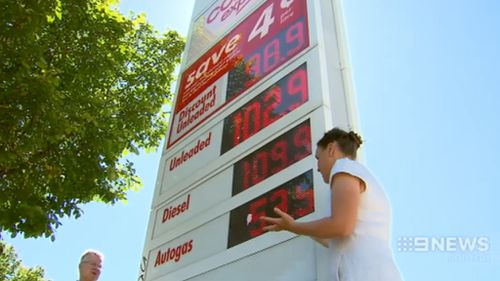 Victoria moves to ban discount fuel price boards