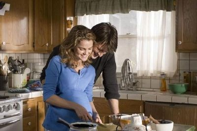 Keri Russell bakes a different flavour pie every day to distract from her monotonous day-to-day life as a waitress. One day she sparks an unlikely relationship with a handsome stranger (Nathan Fillion) who wants a bit more than a slice of her pie.<br/><br/>(20th Century Fox)