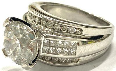 14-carat white gold diamond ring