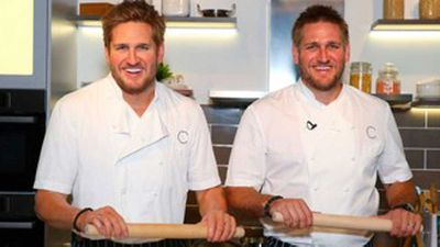 <strong>Chef Curtis Stone and his wax likeness at Madam Tussauds in Sydney</strong>
