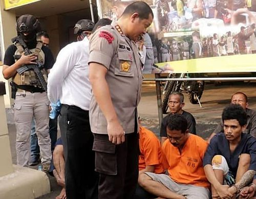 Police parade suspects arrested as part of an anti-crime drive ahead of the Asian Games in Jakarta. (Photo: Facebook).