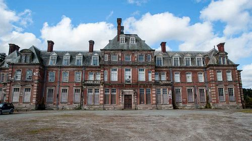 Kinmel House has 122 rooms.