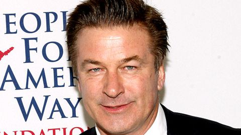 Alec Baldwin kicked off a plane for playing Words with Friends