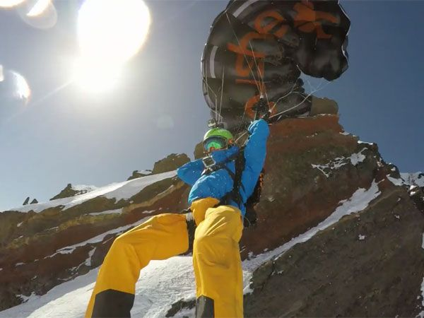 Daredevil stuns with ski Base jump