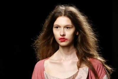 <p>Runway makeup that's smeared as though you've been kissing for hours. Arresting on the runway. Atrocious IRL.</p> <p>Image: Getty.</p>