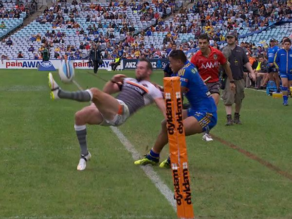Tiger Richards sets up freakish try