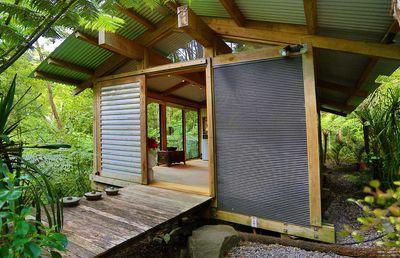 2. Romantic Bush Chalet – Kauri Chalet – Auckland, Titirangi