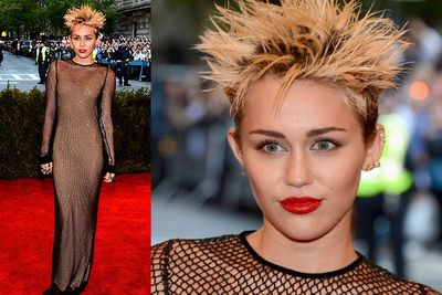 "Miley spiked her short do and rocked mesh Marc Jacobs on arrival at the MET Gala in NYC.<br/><br/>""We gonnnna kill it @MarcJacobsIntl #PuNk #whosmorepunkthan #MJ #MC #MetGala,"" the 20-year-old actress tweeted."