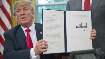 Trump signs executive order to stop separating border families