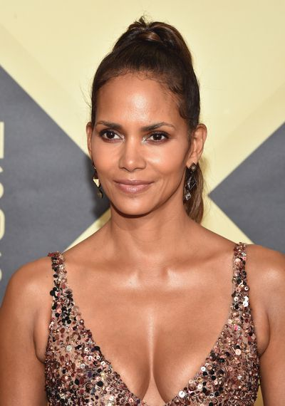 <p><strong><em>Glow</em></strong></p> <p>Red-carpet&nbsp;veteran Halle Berry may mix up her style in the sartorial stakes, but her signature all-over body glow is always present.</p> <p>&nbsp;</p> <p> </p>