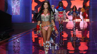 Melbourne model Shanina Shaik flies the flag for Australia at the annual Victoria's Secret Fashion Show in London. (AAP)