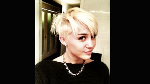 Miley Cyrus shaves head, posts pics on Twitter